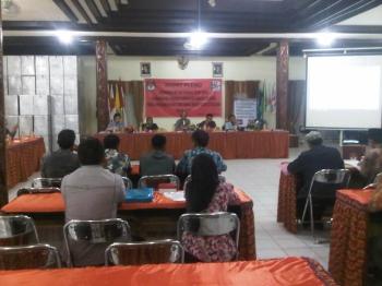 Rapat Pleno KPU Kabupaten Barito Selatan, MInggu (15/1/2017). (BORNEO/URIUTU)