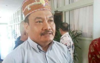 Penasihat Himpunan Warga Katingan di Palangka Raya, Kepas Rangkai memberikan keterangan kepada wartawan di gedung DPRD Katingan, di Kasongan, Senin (16/1/2017). BORNEONEWS/ABDUL GOFUR