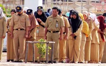 Sejumlah pegawai PNS dan honorer Pemkab Seruyan ketika mengikuti suatu kegiatan upacara. BORNEONEWS/PARNEN