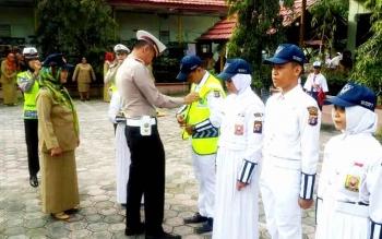 PKS - Kasatlantas Polres Kobar AKP Asdini Pratama Putra saat membentuk Patroli Keamanan Sekolah (PKS) di SMP Negeri 7 Arut Selatan. BORNEONEWS/FAHRUDDIN FITRIYA