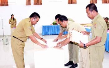 Kepala Badan Kepegawaian Daerah (BKD) Provinsi Kalimantan Tengah (Kalteng) Saidina Aliansyah saat sertijab sejumlah jabatan eselon III dan IV BKD Kalteng di Aula BKD Kalteng, Senin (16/1/2017). BORNEONEWS/M ROZIQIN