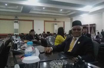 Anggota DPRD Barito Timur saat mengikuti rapat paripurna