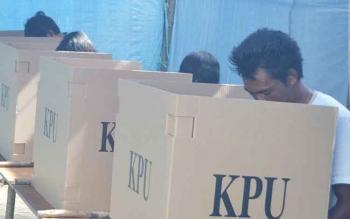 Warga Kuala Pembuang ketika memberikan hak pilihnya pada Pilkada Seruyan 2013 lalu. BORNEONEWS/PARNEN