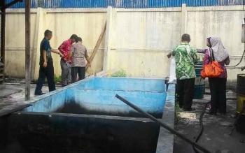 Badan Lingkungan Hidup (BLH) Sukamara saat meninjau pembuangan limbah PT PLN Rayon Sukamara. BORNEONEWS/NORHASANAH