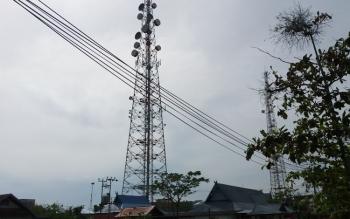 Salah satu menara telekomunikasi di Sampit, Kotawaringin Timur. (BORNEONEWS/HAMIM)