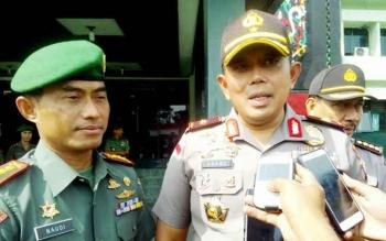 Kapolda Kalteng Brigjen Anang Revandoko (kanan) dan Danrem 102/Pjg Kolonel Arm M Naudi Nurdika. BORNEONEWS/BUDI YULIANTO