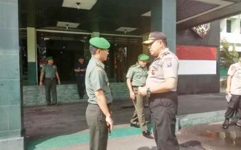 Kapolda Kalteng Brigadir Jenderal Anang Revandoko bertemu Danrem 102/Pjg Kolonel Arm M Naudi Nurdika, di Palangka Raya, Rabu (18/1/2017). BORNEONEWS/BUDI YULIANTO