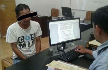 Budak sabu berinisial JD menjalani pemeriksaan di ruang penyidik Satuan Reserse Narkoba Polres Palangka Raya.