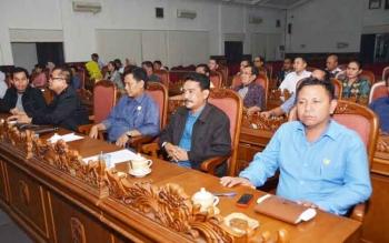 Anggota Komisi III DPRD Kotim, Rudianur, Rabu (18/1/2017), berharap Pemkab Kotawaringin Timur membuat terobosan agar pekerja lokal mendapat prioritas bekerja di perusahaan-perusahaan besar. BORNEONEWS/M. RIFQI