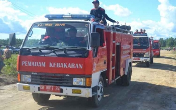 Pemadam Kebakaran (Damkar) Sukamara saat mengikuti pelatihan pada salah satu perusahan perkebunan kelapa sawit di Kabupaten Sukamara, Kalimantan Tengah. BORNEONEWS/NORHASANAH