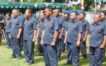 Sejumlah ketua RT di Kelurahan Kuala Pembuang I saat berkumpul bersama di kantor kelurahan setempat. BORNEONEWS/PARNEN