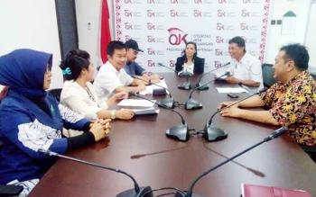 Kepala Otoritas Jasa Keuangan (OJK) Kalimantan Tengah, Dadang Ibnu Windartoko menjelaskan PT Mi One Global Indonesia salah satu dari enam perusahaan yang harus menghentikan kegiatan usahanya. BORNEONEWS/M ROZIQIN