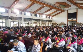 Ribuan guru memadati gedung Serba Guna Sampit, Kamis (19/1/2017), mengikuti seminar pendidikan dan konferensi kerja PGRI. BORNEONEWS/NAFIRI R