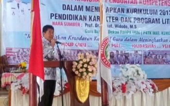 Kepala Dinas Pendidikan Kotawaringin Timur, Suparmadi. BORNEONEWS/RIAN NAFARIN LUFFI