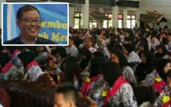 Para guru saat menyimak materi dari Profesor Widodo, Guru Besar dari Universitas Gadjah Mada. BORNEONEWS/RIAN NAFARIN