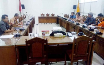 Perwakilan pejabat ASN nonjob datangi kantor DPRD Kalteng, Jumat (20/1/2017). Kedatangannya untuk mengadukan status dan alasan kenapa mereka dinonjobkan. BORNEONEWS/ROZIQIN