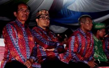 Gumer : Ketua DPRD Gunung Mas (kiri) bersama Wakilnya Rony Karlos saat menghadiri kegiatan. BORNEONEWS/EPRA SENTOSA
