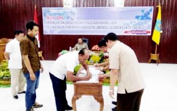 Pemerintah kabupaten Lamandau telah resmi menggelar Kick Off penandatanganan kontrak Pengadaan Barang dan Jasa Pemerintah (PBJP) secara kolektif tahun anggaran 2017, Jumat (20/1/2017). BORNOENEWS/HENDY NURFALAH