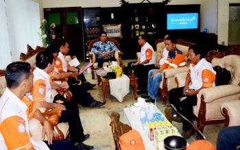Sejumlah Pengurus Orari lokal Kabupaten Barito Utara saat bertemu Bupati Barito Utara Nadalsyah membahas kegiatan lomba DAS Barito Ham Festival 2017. (BORNEONEWS/RAMADHANI)