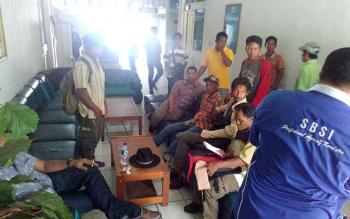 Mediasi antara buruh dan pihak perusahaan PT Surya Inti Sawit Kahuripan (SISK) di kantor Dinas Tenaga Kerja dan Transmigrasi Provinsi Kalimantan Tengah, Jumat (29/1/2017). (BORNEONEWS/BUDI YULIANTO)