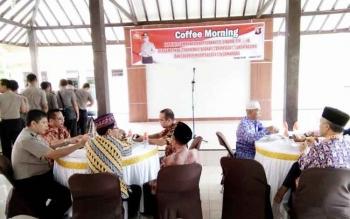 Kapolres Lamandau, AKBP JP. Siboro, mengundang sejumlah tokoh di Kabupaten Lamandau dalam kegiatan bertajuk Coffee Morning, di Nanga Bulik, Sabtu (21/1/2017). BORNEONEWS/HENDI NURFALAH