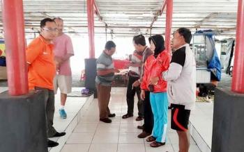 Anggota Komisi II DPRD Kotawaringin Timur, Ida Laila meminta Pemkab Kotim tegas menyikapi masih adanya pedagang kaki lima (PKL) yang berjualan di kawasan Taman Kota Sampit. BORNEONEWS/M. RIFQI