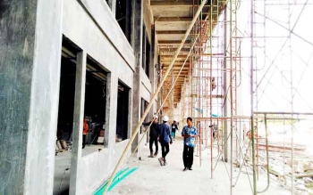 TAHAP PEMBANGUNAN : Stadion Pulang Pisau masih tahap pembangunan. BORNEONEWS/JAMES DONNY