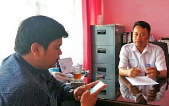 Kepala BMKG Kotawaringin Timur, Nur Setiawan (kanan). BORNEONEWS/RIAN NAFARIN