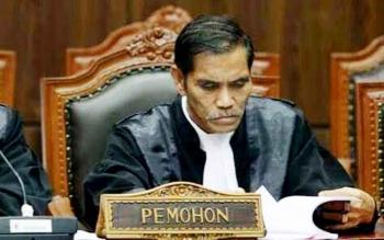 Bachtiar Effendy, penasehat hukum mantan Rektor Universitas Palangka Raya Henry Singrasa yang terjerat dalam kasus dugaan korupsi senilai Rp7,941 miliar. BORNEONEWS/RONI SAHALA