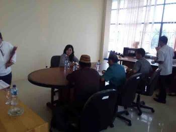 Farida Yeni saat memberikan keterangan di hadapan sejumlah Tim Pansus DPRD Katingan di Gedung Dewan setempat, Rabu.