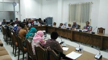 Pertemuan RDP di ruang komisi A yang memanggil Kepala BKD Kalteng, untuk meminta penjelasan masalah ASN Nonjob dan penerimaan tenaga kontrak. BORNEONEWS/M ROZIQIN
