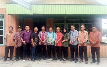 Anggota DPRD Kotim dari daerah pemilihan tiga meliputi Kecamatan Baamang dan Seranau, saat melakukan reses, di Desa Terantang, Kecamatan Seranau, beberapa waktu lalu. BORNEONEWS/M RIFQI