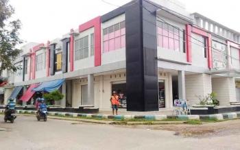 Pasar Baru di Jalan Sangkurun, Kuala Kurun, Kabupaten Gunung Mas. Pasar yang dibangun dana besar ini, sepi pembeli sehingga mulai ditinggal pedagang.