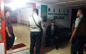 Kapolsek Sukamara Iptu A Syaukani saat melakukan sambang dan pengamanan di tempat ibadah Majelis Agama Khong Hu Cu Indonesia (Makin) Sukamara.