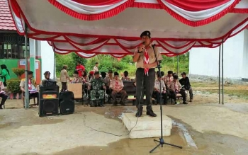 Ketua Kwarcab Mura, Rejikinoor saat memberi arahan pada pembukaan kegiatan Persami LCTP2 di halaman SMAN 3 Murung, Sabtu (28/1/2017).
