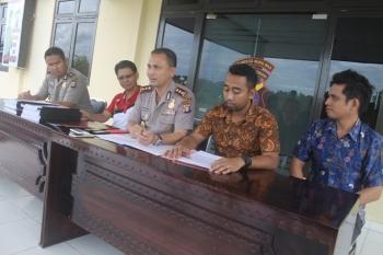 Kapolres Gunung Mas AKBP Ardiansyah Daulay saat press release kasus SL dan WJ, Jumat (27/1/2017).