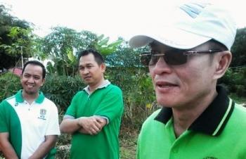Kepala Dinas Lingkungan Hidup (DLH) Kabupaten Katingan, Hap Baperdo (kanan).