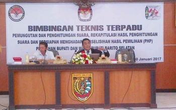 KPU Barsel Undang Konsultan Hukum KPU RI Sebagai Nara sumber Bimtek Terpadu