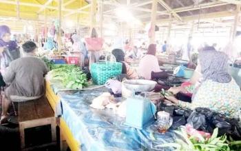 Suasana di pasar Saik Sukamara.