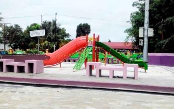 Taman bermain anak, salah satu fasilitas yang disediakan Pemerintah Kota Palangka Raya di Boulevard Yos Sudarso.