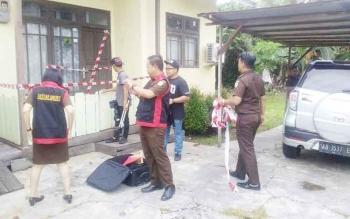 Petugas Kejaksaan Negeri Kuala Kapuas melakukan simulasi pembuatan video untuk program Lapor Pidsus, Senin (30/1/2017).