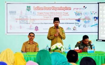 Wakil Bupati Kapuas Muhajirin saat menyampaikan sambutan, di Aula Dinas Kearsipan dan Perpustakaan Kabupaten Kapuas, Senin (30/1/2017).