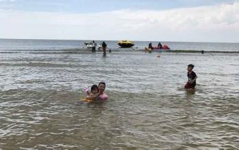 Wisata Pantai Ujung Pandaran, Kecamatan Teluk Sampit, Kotawaringin Timur. Anggota Komisi III DPRD Kotim, Cici Desylia meminta PBS menunjukkan kepedulian terhadap sektor pariwisata Kotim.