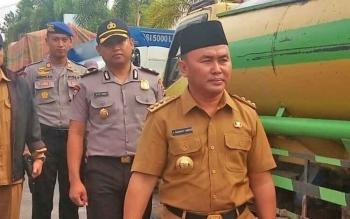 Gubernur Kalimantan Tengah, sugianto sabran saat berkunjung ke Sampit, Kotawaringin Timur, Selasa (31/1/2017).