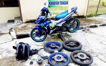Barang bukti velg sepeda motor yang dicuri Belly Yanto Krisno dan Boy.