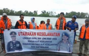 Satpolair Polres Seruyan kembali menggencarkan sosialisasi keselamatan angkutan sungai dan pelayaran kepada warga Kuala Pembuang, Rabu (1/2/2017).
