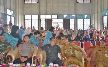 Rapat anggota tahunan Koperasi Permata Raya di Gedung Panunjung Tarung, Kelurahan Tumbang Lahung, Kecamatan Permata Intan, Kabupaten Murung Raya, Selasa (31/1/2017).