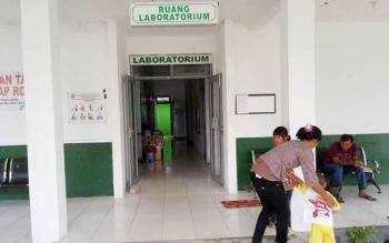 Masyarakat Sukamara saat menunggu hasil tes labolatorium di RSUD Sukamara.