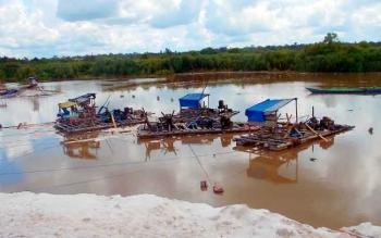Lanting yang digunakan para penambang di Desa Sungai Sekonyer.