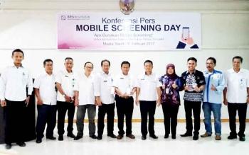 Kanit MPKP Muklis Almawan serta jajaran pemerintahan Kabupaten Barito Utara dan badan usaha saat berfoto bersama seusai kegiatan.
